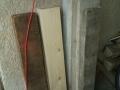 Les bastaings de chantier sont couverts de béton